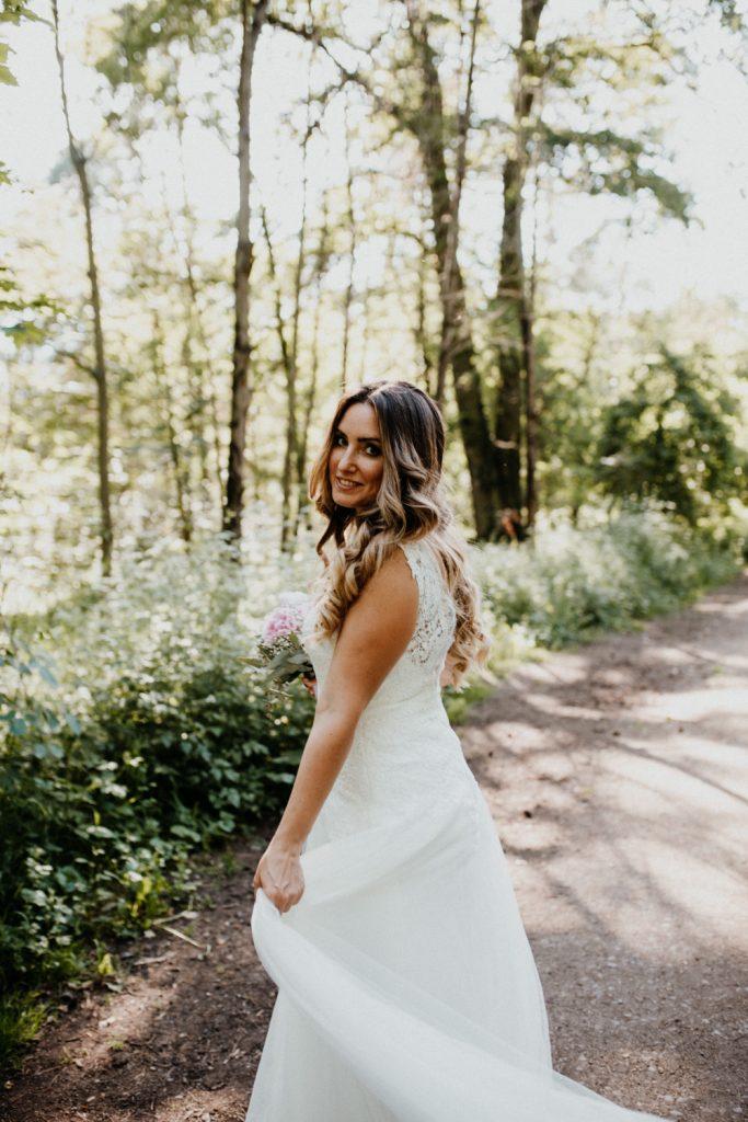 Braut wird fotografiert von Hochzeitsfotograf Pfalz