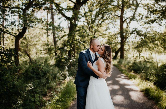 Hochzeitsfotograf Pfalz, Neustadt Weinstrasse, Paar küsst sich